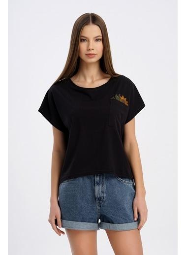 Nismia Ayçiçeği Nakışlı Cepli Yarasa Tshirt Siyah